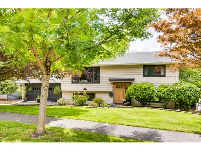 Beaverton Single Family Home For Sale: 6155 SW Elm Ave