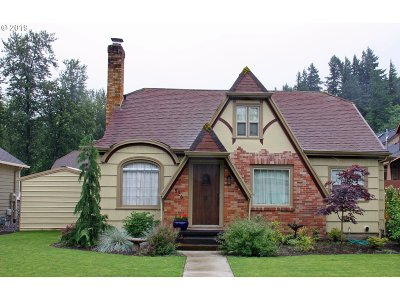 Troutdale Single Family Home For Sale: 926 E Hist Columbia River Hwy
