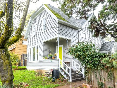 Portland Single Family Home For Sale: 7633 SE Yamhill St