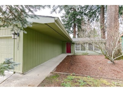 Gresham Single Family Home For Sale: 1525 SE Maple Loop