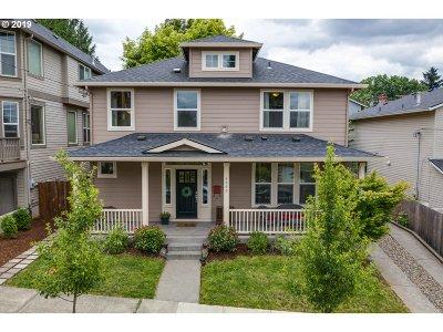 Portland Single Family Home For Sale: 4060 SE Mall St