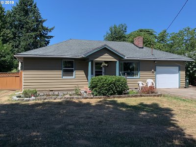 Milwaukie Single Family Home For Sale: 14325 SE River Rd