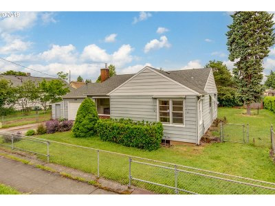 Portland Single Family Home For Sale: 6318 SE 87th Ave