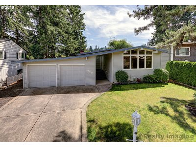 Lake Oswego Single Family Home For Sale: 358 Lake Bay Ct