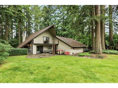Clackamas Single Family Home For Sale: 14261 SE Charjan St