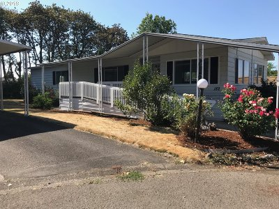 Eugene Single Family Home For Sale: 1475 Green Acres Rd #182