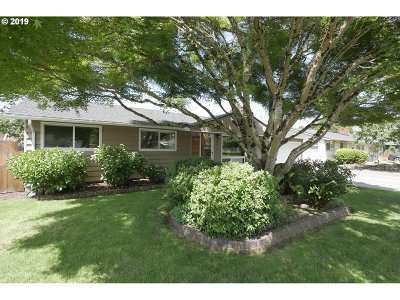 Single Family Home For Sale: 857 Elm Dr