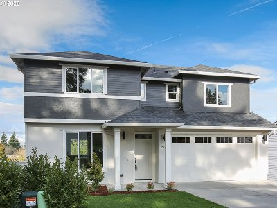Multnomah County Single Family Home For Sale: 15632 NE Clackamas Ct