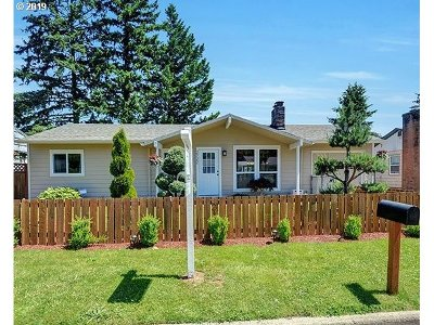 Portland Single Family Home For Sale: 2722 SE 176th Pl