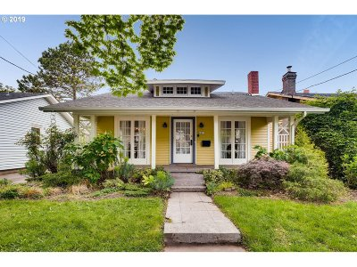 Portland Single Family Home For Sale: 4421 SE Division St