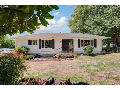 Milwaukie Single Family Home For Sale: 15315 SE Lee Ave