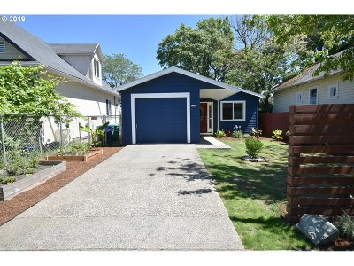 Portland Single Family Home For Sale: 6436 SE 88th Ave