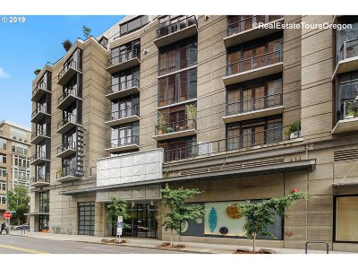 Multnomah County Condo/Townhouse For Sale: 1030 NW 12th Ave #111