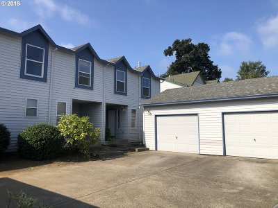 Multi Family Home For Sale: 15704 NE Milton Pl