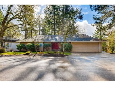 Lake Oswego Single Family Home For Sale: 74 Touchstone
