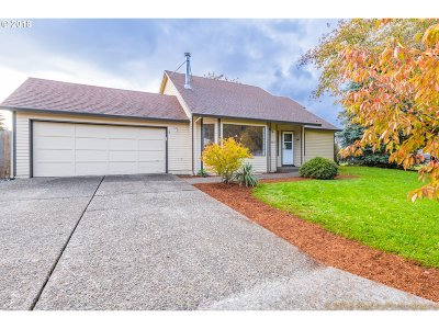 Oregon City Single Family Home For Sale: 20233 Meadowood Pl