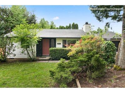 Portland Single Family Home For Sale: 4915 SW Pasadena St