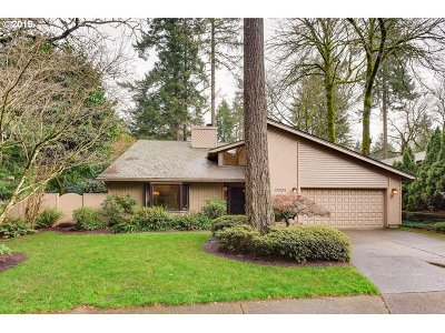 Multnomah County, Clackamas County, Washington County, Clark County, Cowlitz County Single Family Home For Sale: 17022 SW Tookbank Ct
