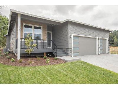 Single Family Home For Sale: 1290 NE Cobbler Ct
