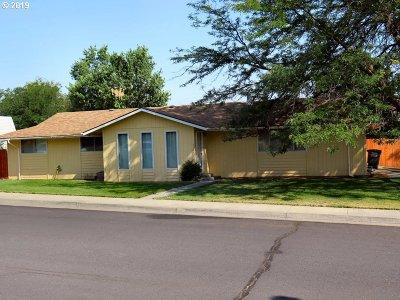 Umatilla County Single Family Home For Sale: 1305 SW Vita Ct
