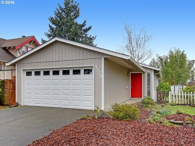 Portland Single Family Home For Sale: 4325 SE 52nd Ave