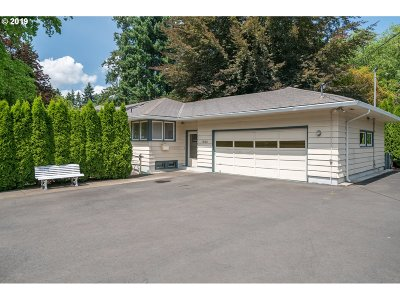 Lake Oswego Single Family Home For Sale: 16106 Lake Forest Blvd
