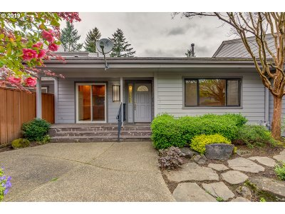 Wilsonville Single Family Home For Sale: 8455 SW Lafayette Way