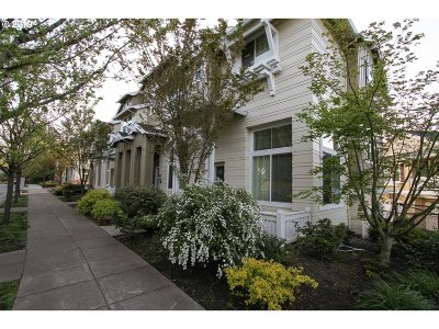 Portland Condo/Townhouse For Sale: 2624 SW Hume Ct