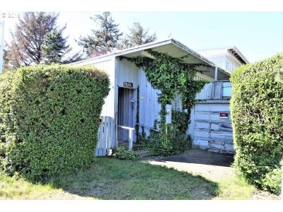 Lincoln City Single Family Home For Sale: 1145 SW 52nd Ct