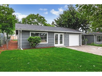 Portland Single Family Home For Sale: 6815 SE Fern Ave