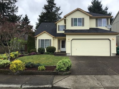 Portland Single Family Home For Sale: 9349 SW Fast Pl