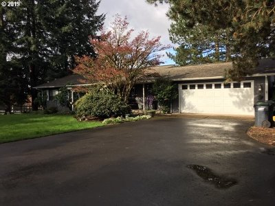 Tualatin Single Family Home For Sale: 23605 SW Boones Ferry Rd