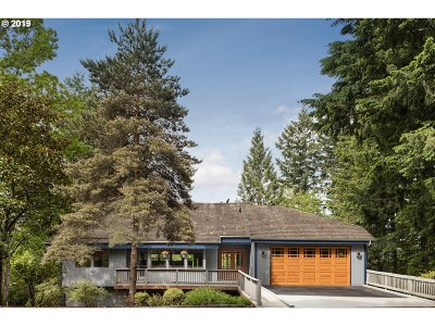 Portland Single Family Home For Sale: 725 SW 84th Ave