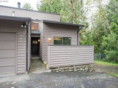Multnomah County Condo/Townhouse For Sale: 4801 SW Caldew St #D