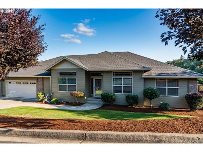 Roseburg Single Family Home For Sale: 1706 NE Shale Ct