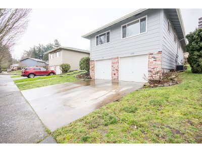 Gresham Single Family Home For Sale: 2120 NW 14th St