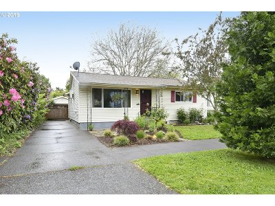 Clackamas County, Multnomah County, Washington County Single Family Home For Sale: 6310 N Amherst St
