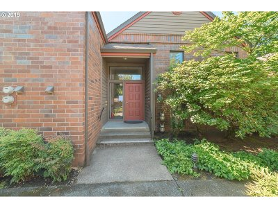 Tigard Condo/Townhouse For Sale: 15695 SW 114th Ct #8