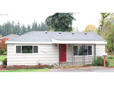 Milwaukie, Gladstone Single Family Home For Sale: 7720 SE Roots Rd
