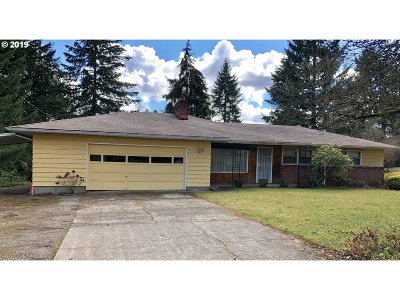 Milwaukie Single Family Home For Sale: 5318 SE Thiessen Rd