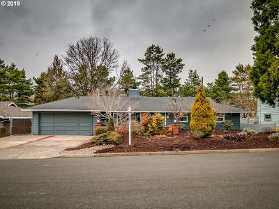 Portland Single Family Home For Sale: 8955 SW Woodside Dr