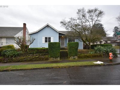 Portland Single Family Home For Sale: 7604 SE Yamhill St