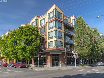 Portland Condo/Townhouse For Sale: 1620 NE Broadway St #328