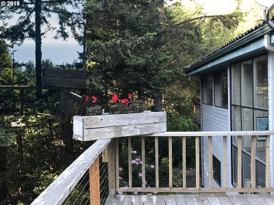Gold Beach OR Single Family Home For Sale: $398,500