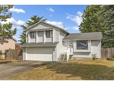 Portland Single Family Home For Sale: 10921 SE Flavel St