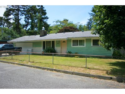 Gold Beach Single Family Home For Sale: 94242 Seventh St