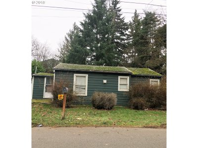 Portland Single Family Home For Sale: 11818 SE Morrison St