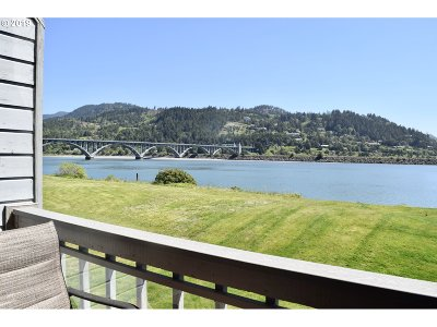 Gold Beach Condo/Townhouse For Sale: 94304 Wedderburn Lp Rd #410