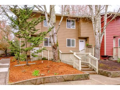 Wilsonville Condo/Townhouse For Sale: 29650 SW Courtside Dr #12
