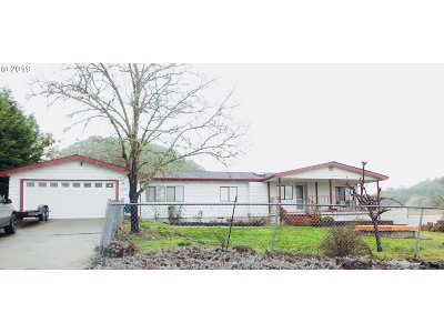 Roseburg Single Family Home For Sale: 179 NW Cordelia Ct